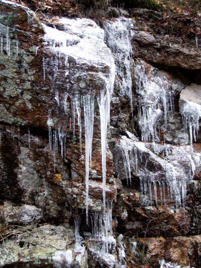 Nature insolite : cascades éphémères gelées route de Dun-les-places (4)
