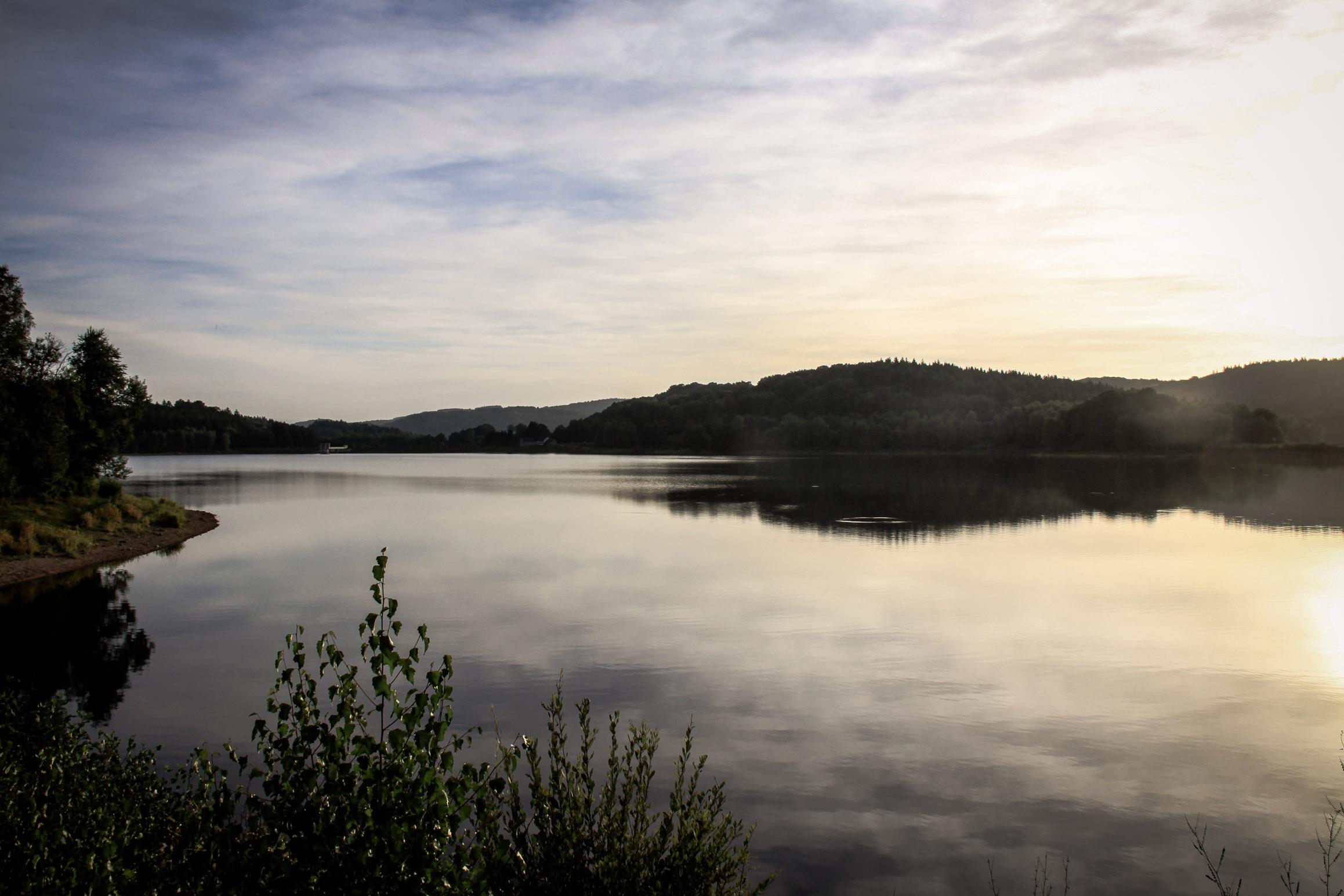 Lac de Chamboux au crépuscule