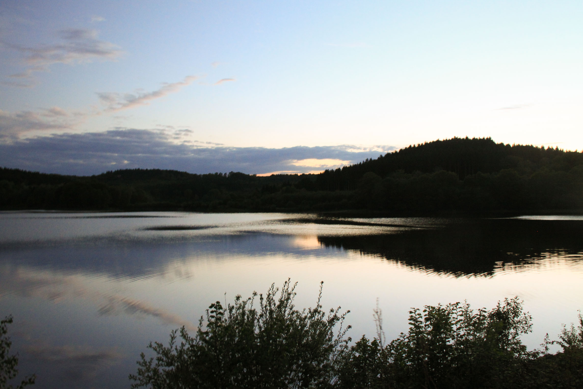 jeux de lumière : Lac de Chamboux coucher de soleil (3)