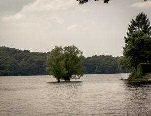 Grands lacs du Morvan : lac de Pannecière