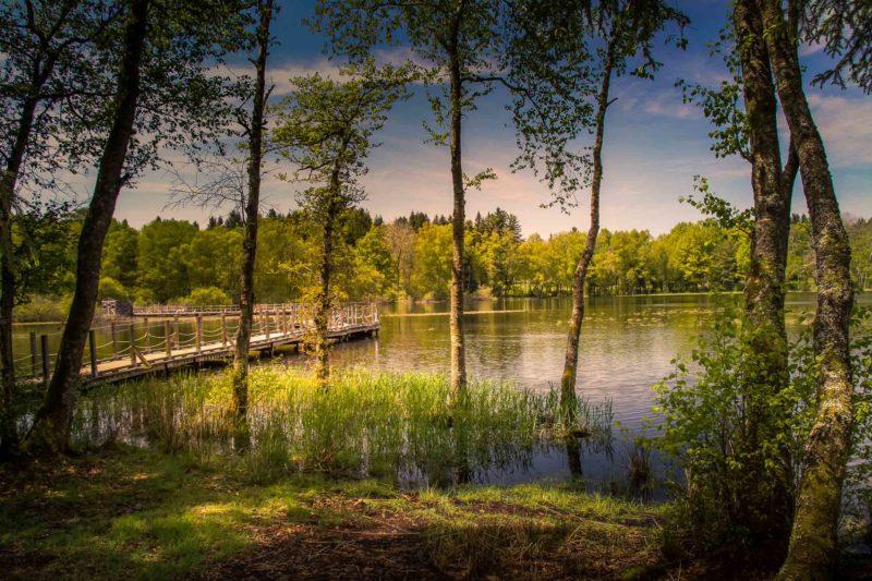 jeux de lumière : Lac des Settons par temps d'orage