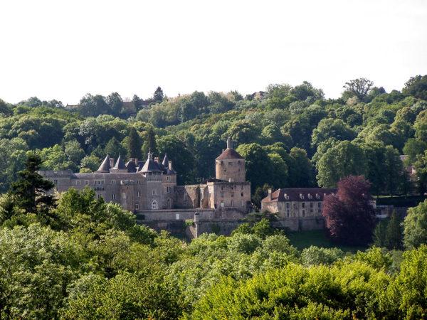 Vue globale du Château de Chastellux-sur-Cure