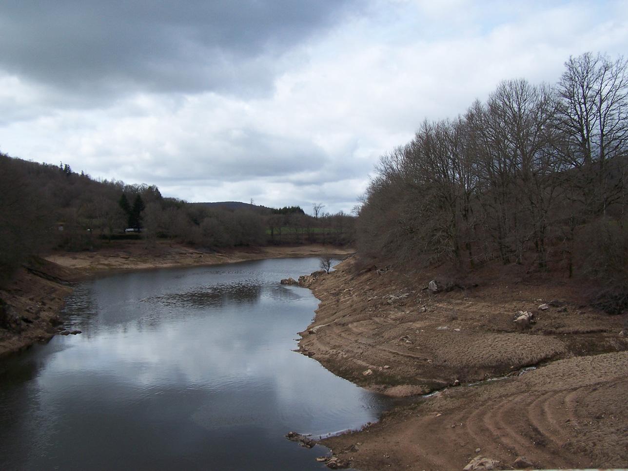 Lac de Pannecière mars 2017 : vue depuis le pont des moulins